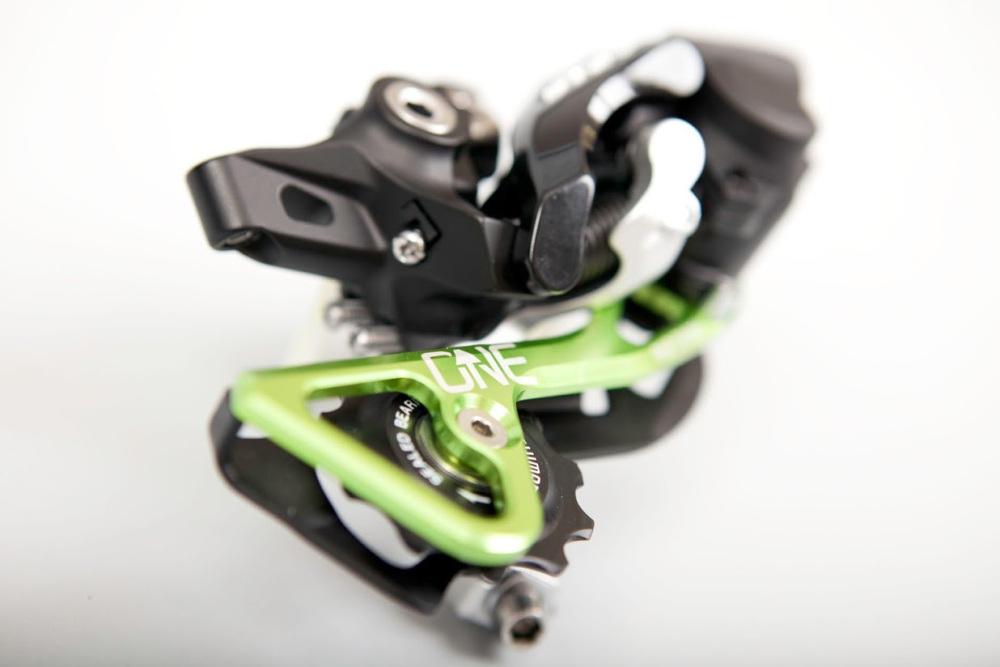 OneUp-Components-RAD-Cage-green-assembled-XT-3d-1