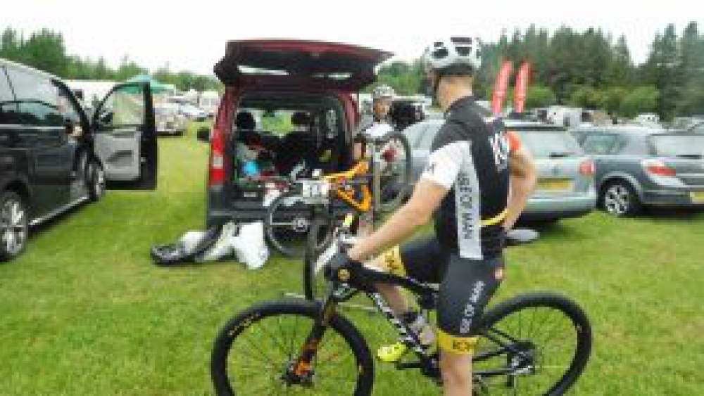 Manx team camp. Expert rider Dan Curtis discusses tyre choice.